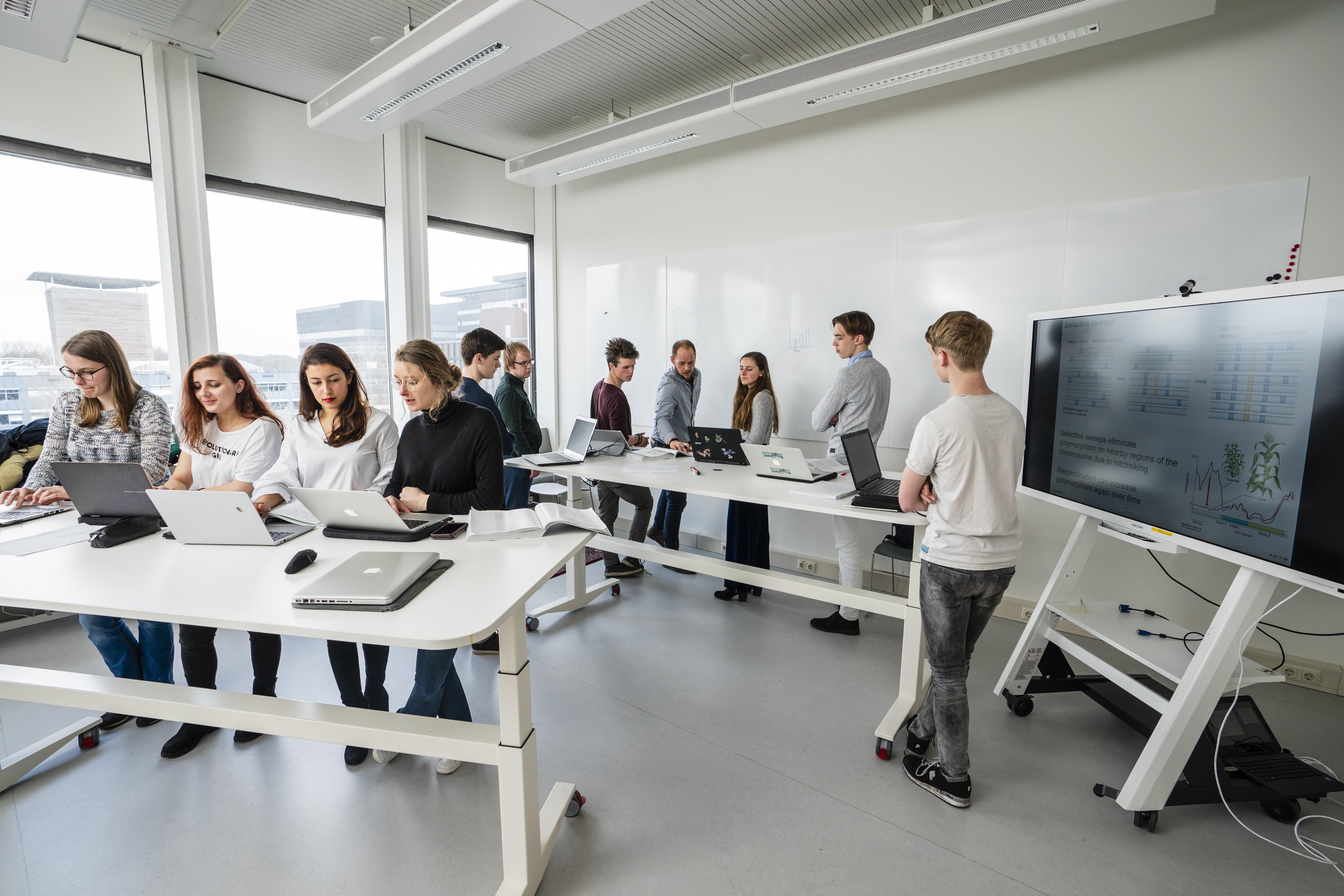 Studenten maken gebruik van een Future Learning Space
