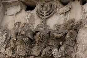 Ausschnitt aus der Darstellung des Triumphzuges auf dem Titusbogen (Foto: Dnalor_01/Wikimedia Commons/CC-BY-SA 3.0)