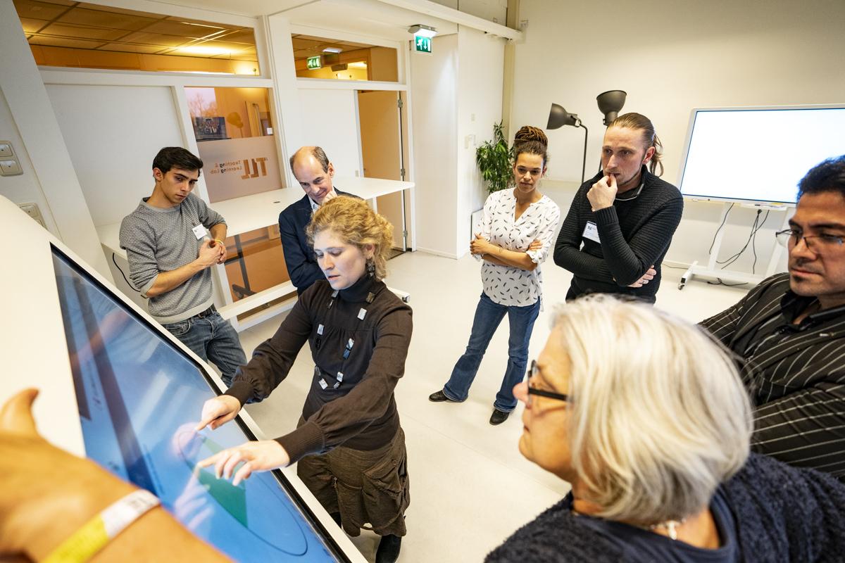 Bezoekers herfstfestival wonen workshop bij