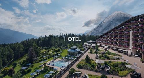Zum Hotel