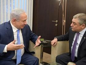 Premierminister Netanyahu und der ägyptische Botschafter Khairat (Foto: GPO/Amos Ben Gershom)