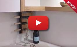 Astuce cuisine: porte-couteau motorisé caché dans un meuble haut